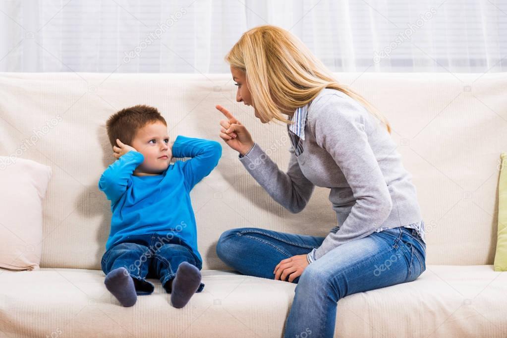 Giúp con vượt qua khủng hoảng tâm lý tuổi lên 3