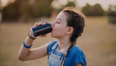 9 tác hại của nước tăng lực với trẻ em