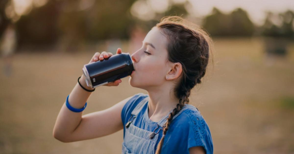 8 tác hại của nước tăng lực với trẻ em