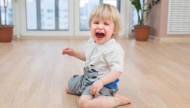 Cách đơn giản để trị thói ăn vạ của con